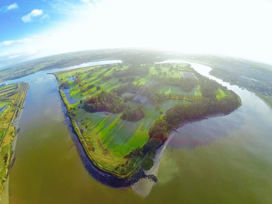 Waterford, Irlandia: Ireland's only true Island Golf Course is accessed by private car ferry