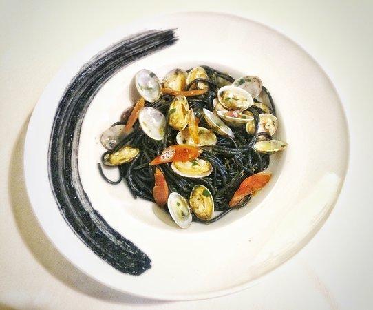 "Monte Argentario, Italy: Spaghetto nero ""Antico Pastificio Morelli"" vongole, lime e bottarga"