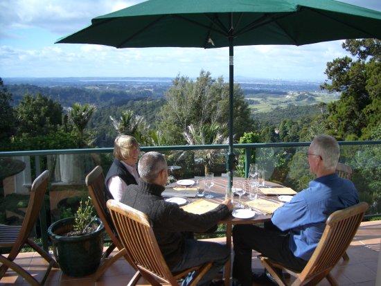 Waiatarua, New Zealand: Alfresco Dining with a view