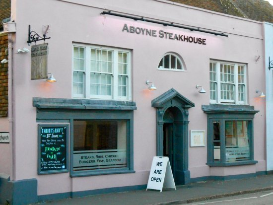 New Romney, UK: Front of SteakHouse, nicely presented.