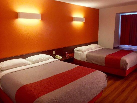 Streetsboro, Ohio: 2 Queen Bed