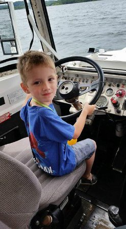 Ride The Ducks of Branson: Kids can drive the boat!