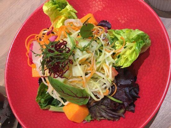 Salade picture of le comptoir du perou paris tripadvisor for Le comptoir toulousain du carrelage
