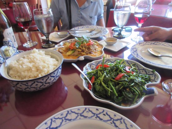 Siam Classic - Thai Cuisine: We ordered like this for lunch