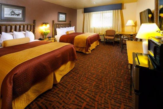 Elk Country Inn: Two Queen Standard