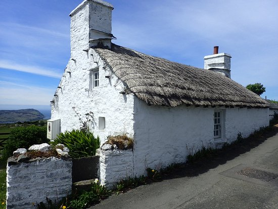 The National Folk Museum at Cregneash: Thatched cottage.