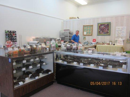 Marietta, Οχάιο: Candy shop on main drag