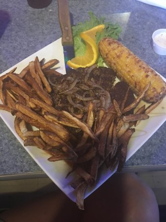 Wynnewood, OK: Hamburger steak, chicken alfredo, and a house salad