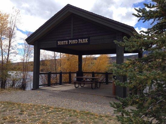 Silverthorne, Колорадо: Blue River Trail: South Pond Park