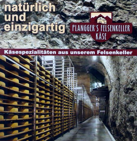 Niederndorf, Austria: Die Broschüre gewährt einen Einblick in den Reifekeller