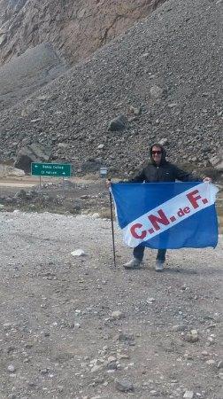 San Jose de Maipo, شيلي: Camino al Volcan con Nacional a todos lados
