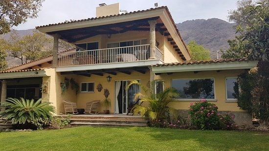 San Juan Cosala, Mexico: El estilo de la casa Las Palomas B&B es de una arquitectura mexicana contemporánea.