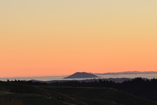 Te Kuiti, New Zealand: Just prior sunrise 7 am Looking North from Waitomo Boutique Lodge