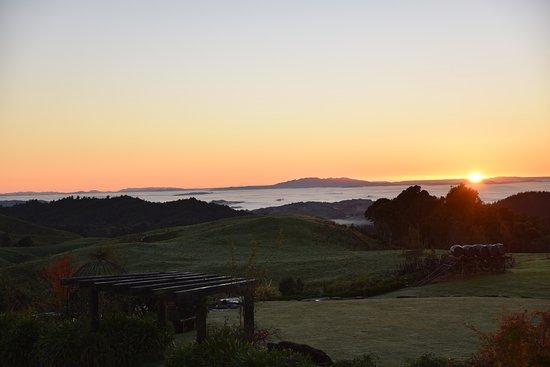 Te Kuiti, New Zealand: Sunrise looking North from Waitomo Boutique Lodge