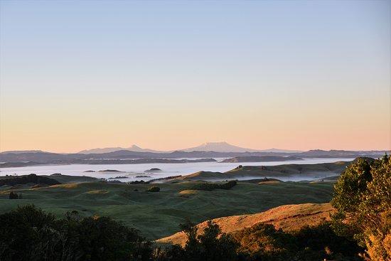 Te Kuiti, Nouvelle-Zélande : Sunrise looking south fro, Waitomo Boutique Lodge