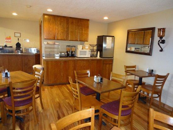 Seasons Motel: Breakfast area