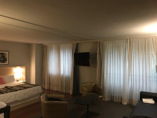 Holiday Inn Andorra: La cama de la habitación superior es muy cómoda , grande . Muchos detalles de un 5, aunque el gi