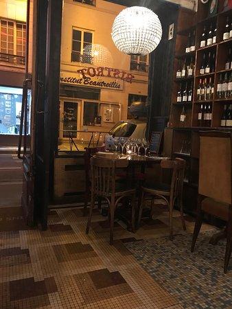 Restaurant vins des pyrenees dans paris avec cuisine for Restaurant cuisine francaise paris