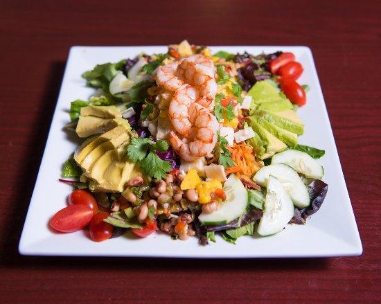 Aiken, Carolina del Sur: Our Mango Shrimp Salad, almost too pretty to eat, almost.