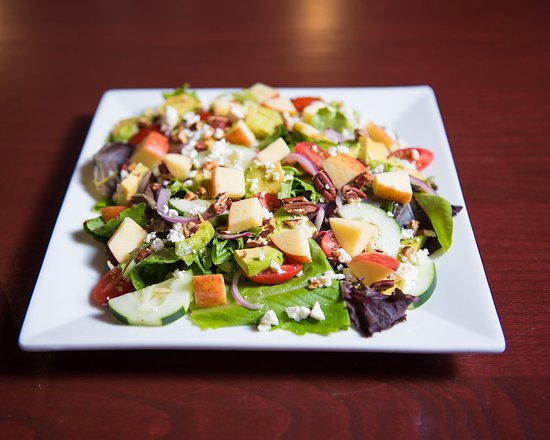 Aiken, Carolina Selatan: Caroline's Everything salad. Everything that should be on a salad!