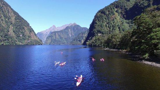 Manapouri, New Zealand: Kayaking into Hall Arm