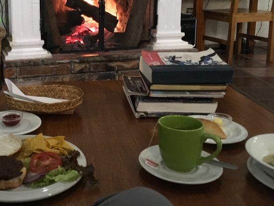 La Posada del Quinde: Lunch before the fire