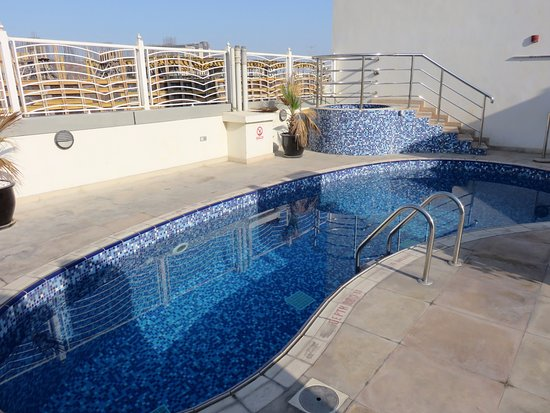 Swimming pool on roof top picture of suba hotel dubai for Rooftop swimming pool