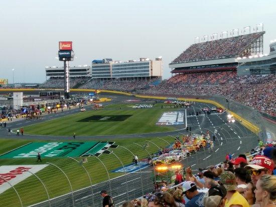 Конкорд, Северная Каролина: Drivers lined up before the hot laps.