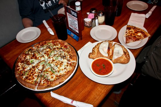 Mystic Pizza : The House special pizza and the Cheeser calzone!!!