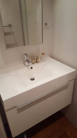 Bed and Breakfast Leopold II: Bathroom sink