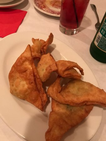 Glenview, Ιλινόις: Awesome! Awesome! Awesome! I've had a lot of wontons soup and crab Rangoon in my life, and both