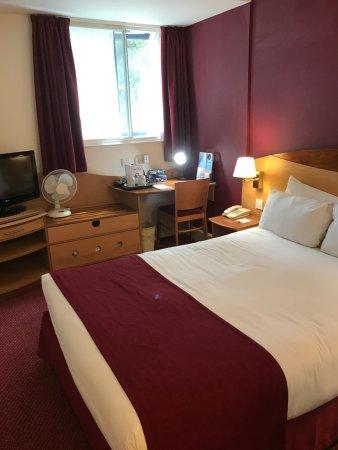 Days Hotel London- Waterloo: Room
