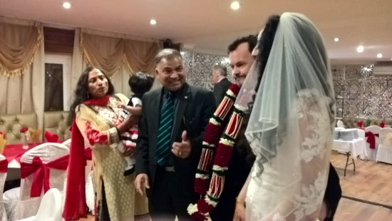 Саутхолл, UK: My friends Sukhi and Alan enjoyed their wedding reception with many friends!