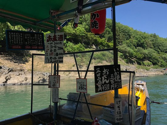 Kameoka, Japón: 最後の方に売店の船が横付けされます