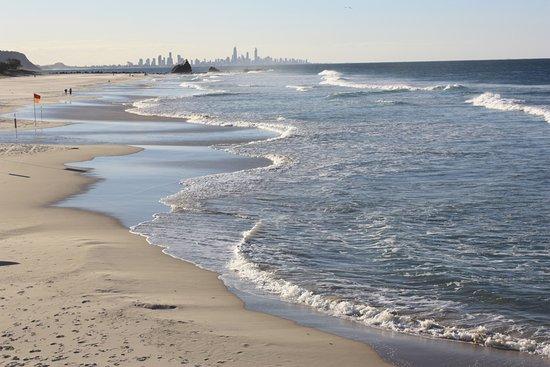 North Tamborine, Australie : Brisbane viewed from a Gold Coast beach restaurant.