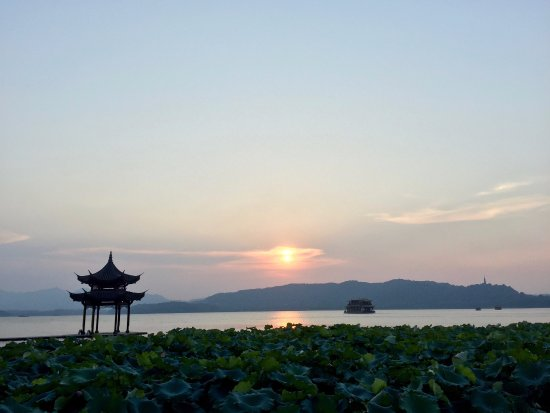 West Lake (Xi Hu): Sunset at the Jixianting