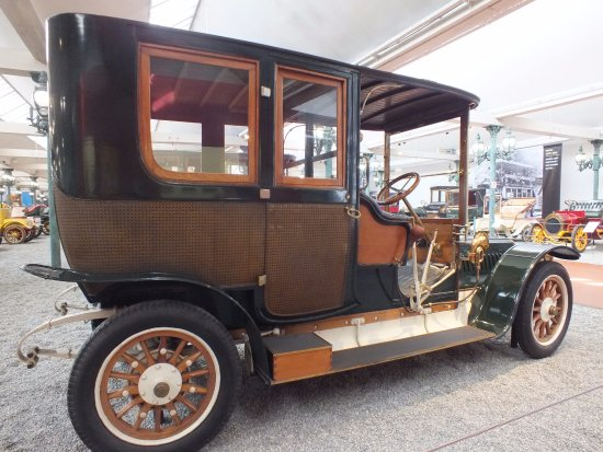 Ancienne Voiture ancienne voiture - picture of cite de l'automobile, mulhouse