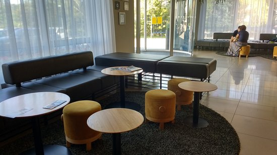 Hotel Golf: Seating area in reception