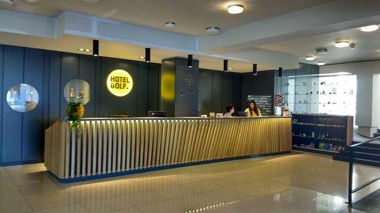 Hotel Golf: Reception desk