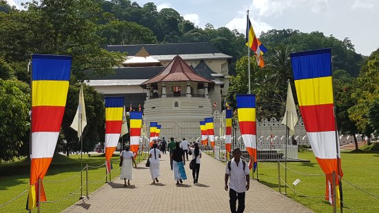 Queens Hotel Kandy: 20170514_092948_large.jpg