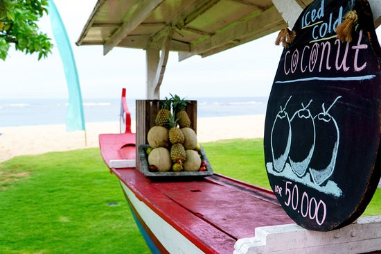 Ayodya Resort Bali: Refreshing chilled coconuts!