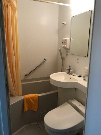 Kumamoto KB Hotel : バスルームとトイレ