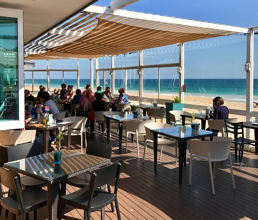 eating al fresco on the deck overlooking the Indian Ocean