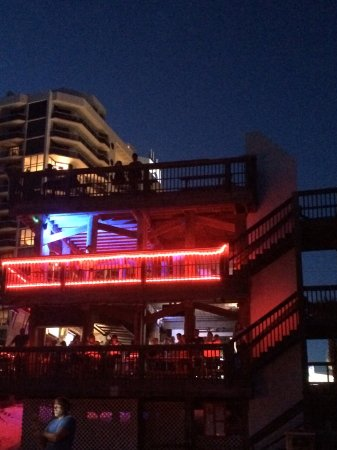 Surfside Resort: Bar at night