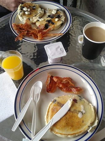 Crystal Springs Motel: Awesome FREE Continental Breakfast