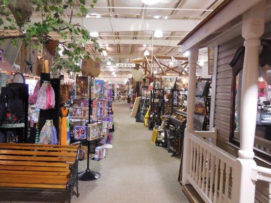 Harrisonburg, VA: Lots of stuff to look at as you wander.