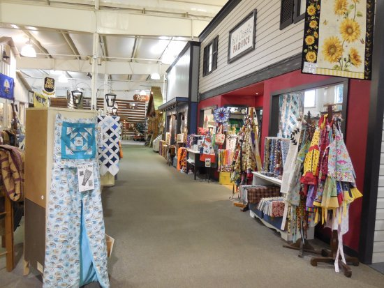 Shenandoah Heritage Market: Quilts for sale, a fabric shop and further down a delightful kitchen shop and a toy store.