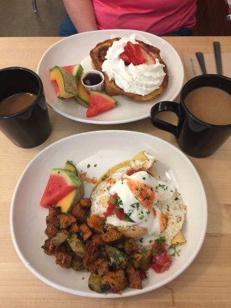 Duncan, Canada: French toast and huevos.