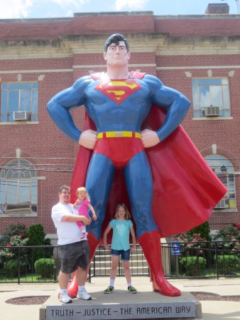 Metropolis, IL: Family Photo with Superman Statue