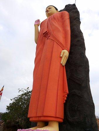 Kirinda, Σρι Λάνκα: New Buddha statue